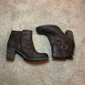 Brown Bear Traps Booties